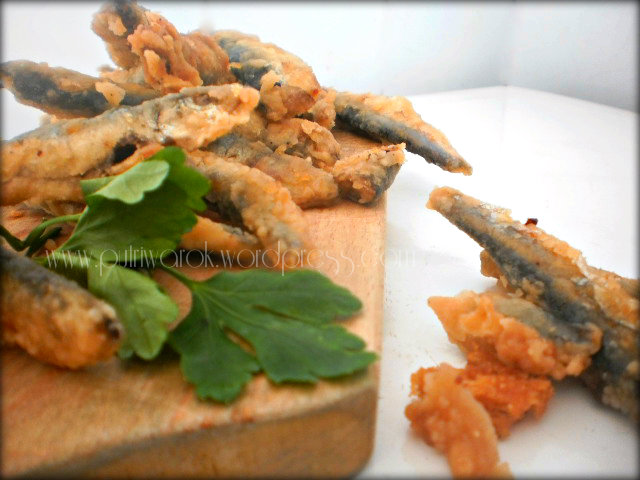пържена цаца / fried sprats / ikan sprats goreng  by nisa tsvetkova