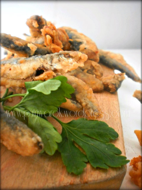 пържена цаца / fried sprats / ikan sprats goreng  by nisa tsevtkova