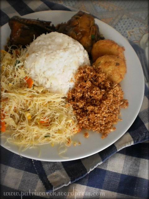 Nasi Ambang/Ambeng/Ambengan by nisa tsvetkova