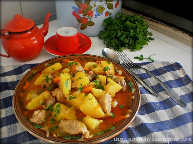 Hungarian Goulash (Simple Recipe) by nisa tsvetkova