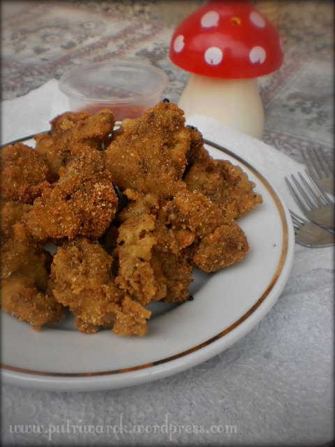Deep fried Mushrooms / Jamur Kancing Goreng by nisa tsvetkova