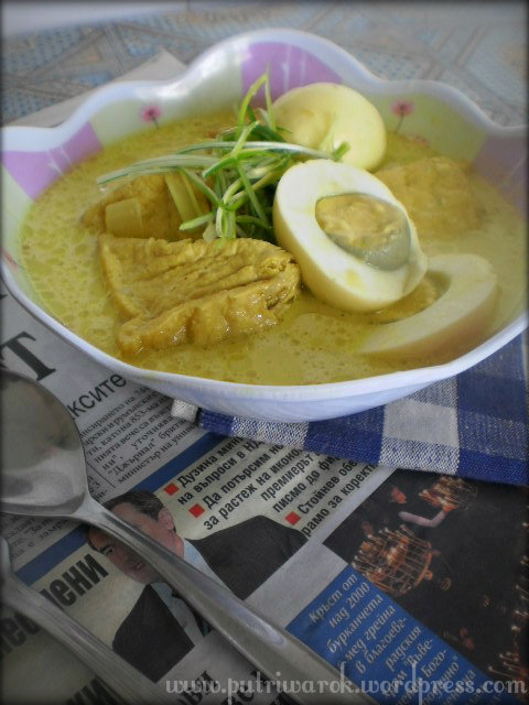 Tahu dan Telur Kuah Kuning (Sayur Tahu Kuning) by nisa tsvetkova