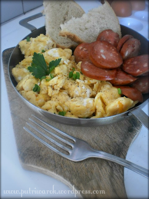 Scrambled egg with fried sausage by nisa tsvetkova