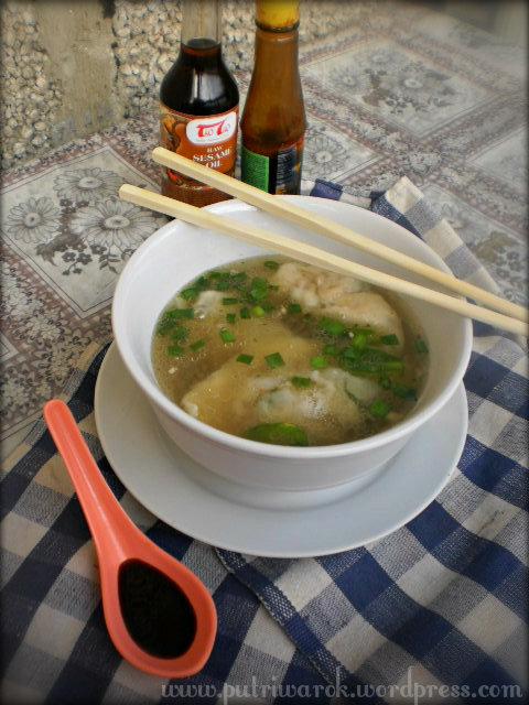 Wonton Soup by nisa tsvetkova