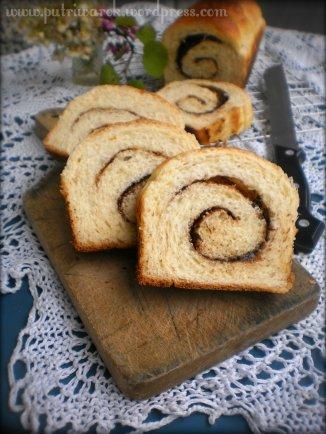 Cinnamon Bread / Roti kayu Manis by nisa tsvetkova