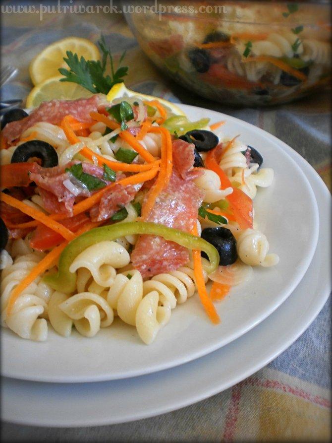 Pasta (Fusili) Salad by nisa tsvetkova
